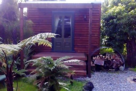 Rustic studio amongst native bush - Granity