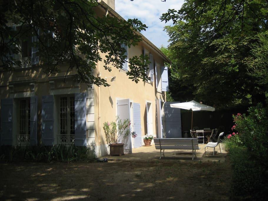 Maison villa proven ale pleine de charme villas for Maison des agriculteurs aix en provence