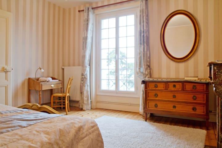 Chambre avec vue. - Saint-Pair-sur-Mer