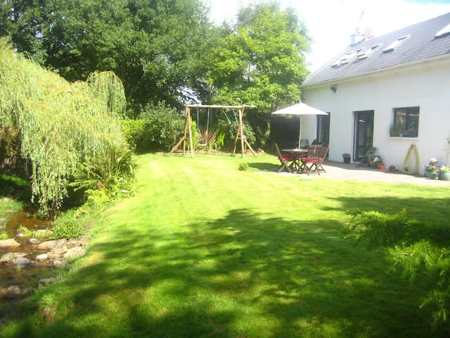 Lovely country cottage , convenient - Carrigaline - 獨棟