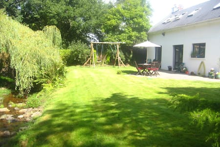 Lovely country cottage , convenient - Carrigaline