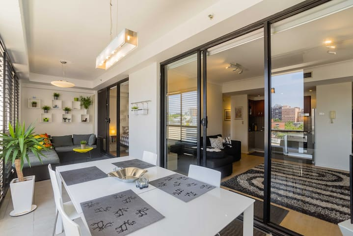 Bright Modern Surry Hills Apartment