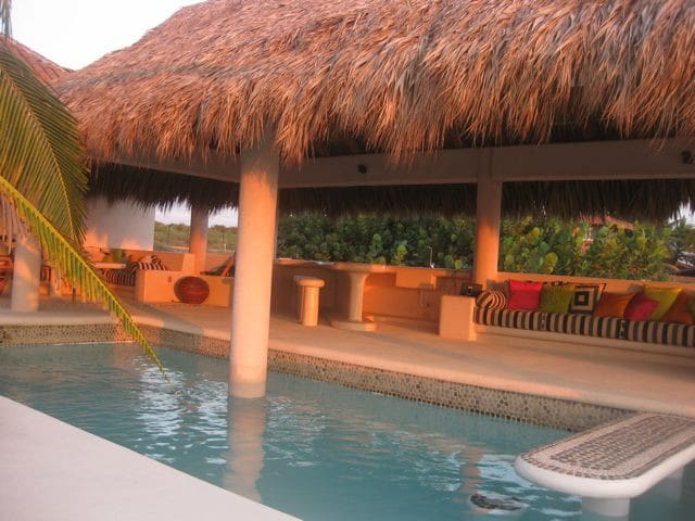 Casa Bamboo - Beachfront House - Zihuatanejo - House