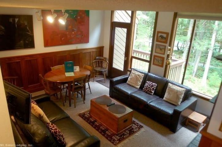 #57 - 2-Story Condo Sleeps 6! - Glacier - Apartment