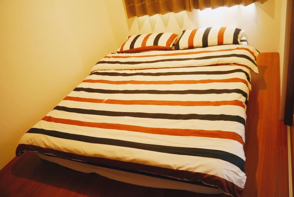 雙人入住附雙人床墊 Double bed for 2 guests