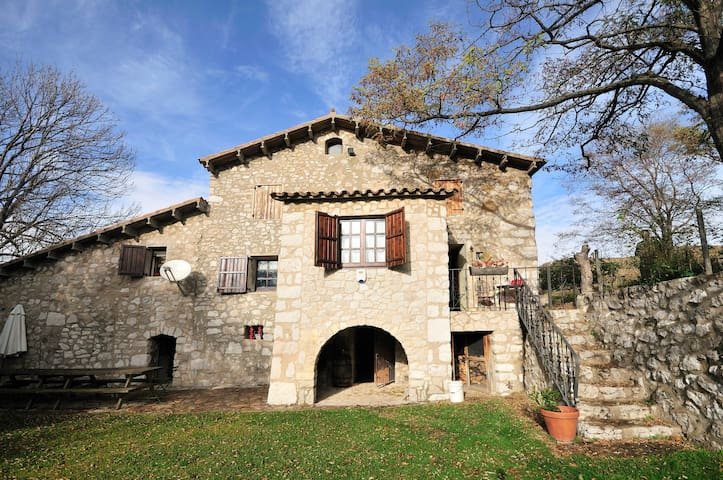 RUSTIC FARMHOUSE swmingpoolTO RENT  - Vallcebre - House