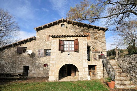 RUSTIC FARMHOUSE swmingpoolTO RENT  - Vallcebre