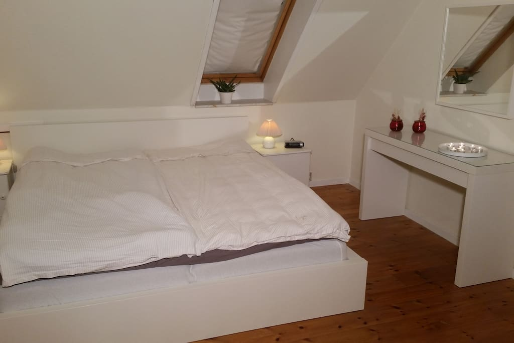 Master bedroom, 1st floor, 180*200cm (can not be separated)