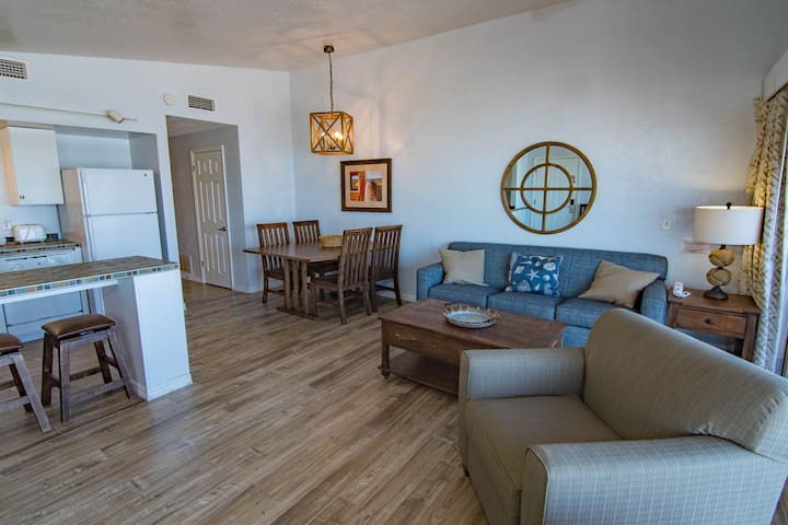 2 Br Oceanfront Condo Partial View - 7 Day Deal!