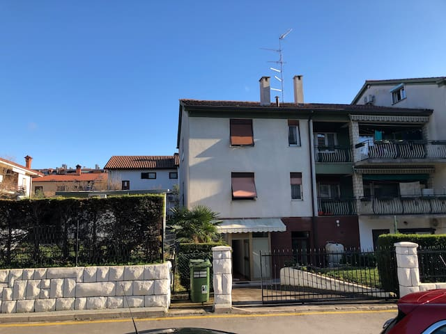Entire apartment in Izola + free parking!
