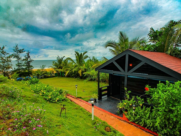Beautiful AC Cottages on Candolim Beach & Greenery