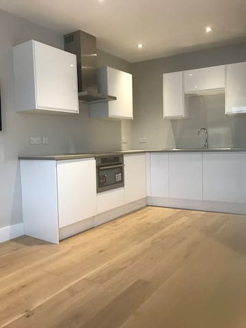 Modern, Private, Self Contained - Studio Apartment - Ickenham - Daire