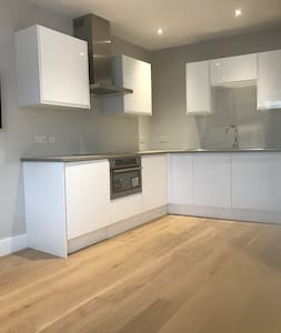 Modern, Private, Self Contained - Studio Apartment - Ickenham - Apartment