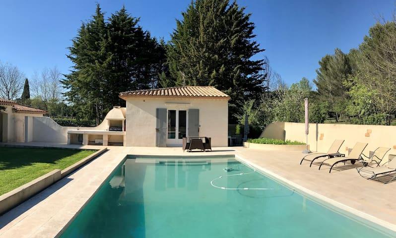 Studio indépendant en campagne, proche d'Aix - Aix-en-Provence - House