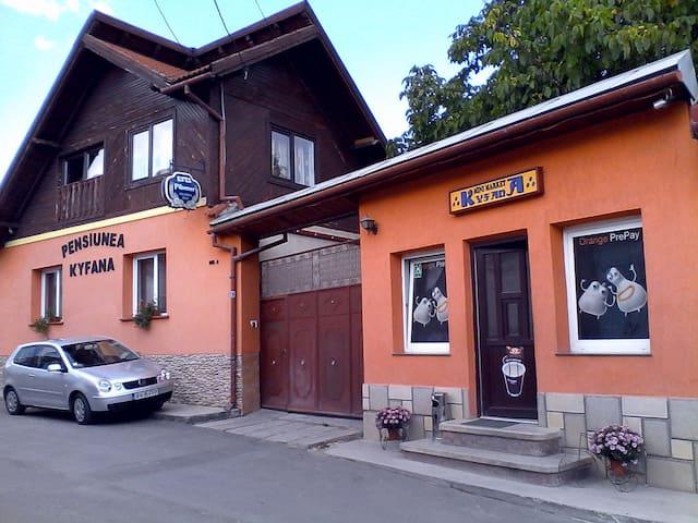 Kyfana Guesthouse near Piatra Craiului mountains - Zărnești