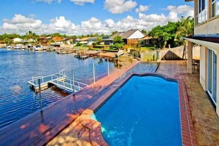 Magnificent Waterfront Holiday Let - Hollywell