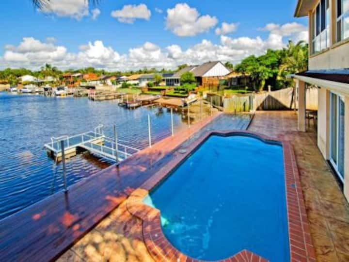 Magnificent Waterfront Holiday Let