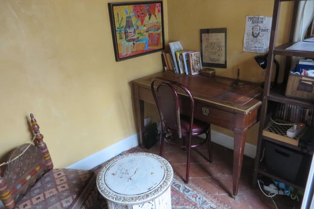 chambre de bonne au coeur de paris wohnungen zur miete in paris le de france frankreich. Black Bedroom Furniture Sets. Home Design Ideas