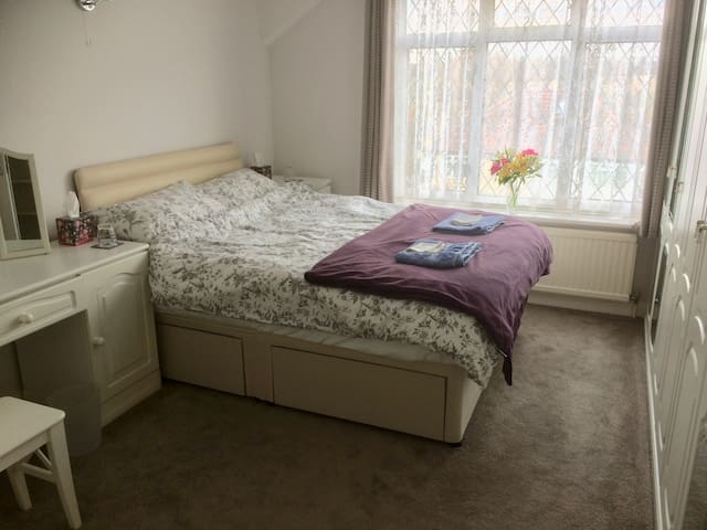 Large double room in clean, quiet house with wifi.