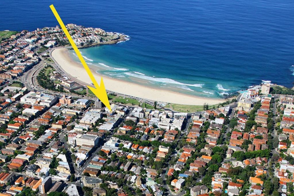 Just one street back from the sands of Bondi!