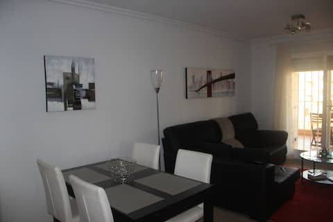 Bright 3 Bed flat, pool, and close to the beach