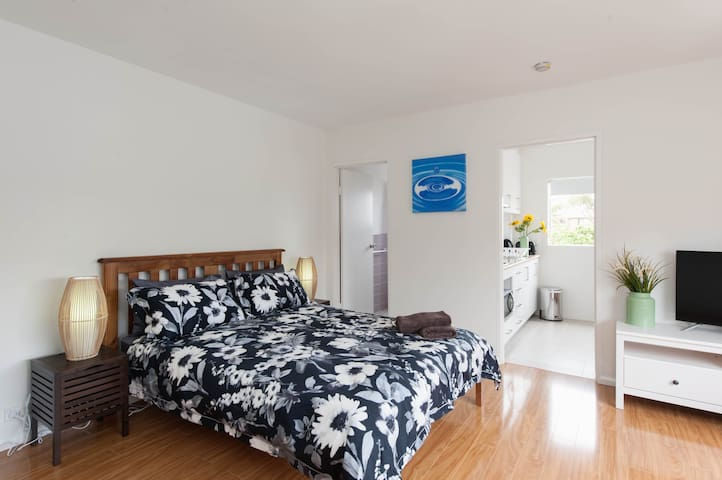 Bronte beach studio in Sydney's Best Suburb Apt 5