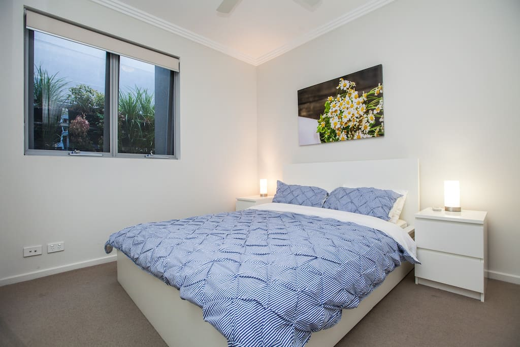 Wake up naturally to beautiful sunshine. Both bedrooms feature natural sunlight through the light-well with a vertical garden. This feature is very rare for apartments which usually have dark and dingy bedrooms!