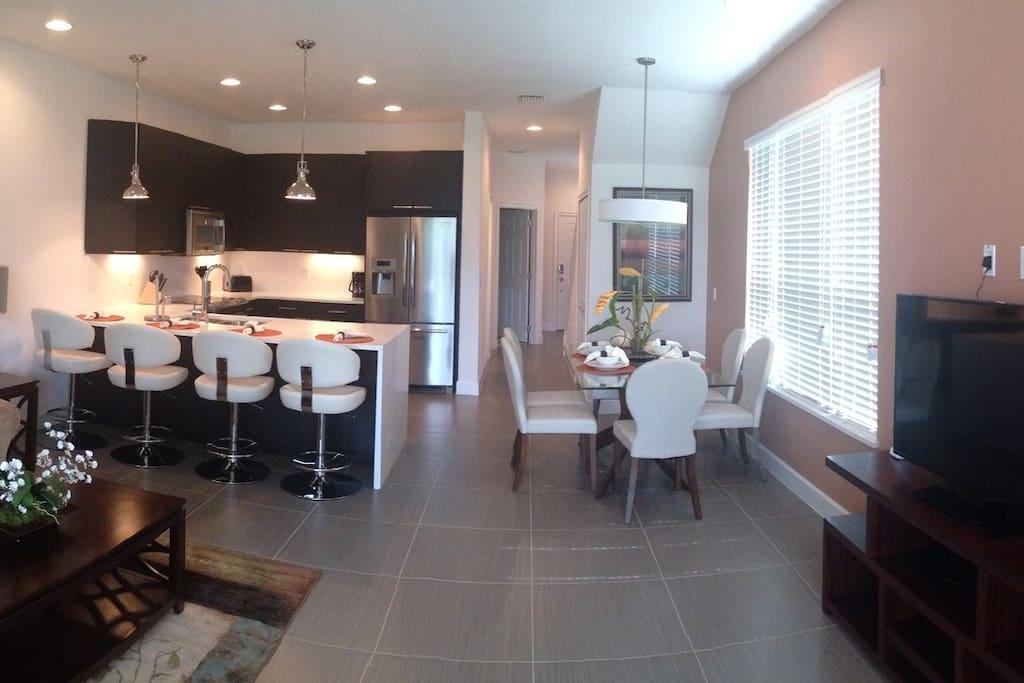 Sala e cozinha ampla