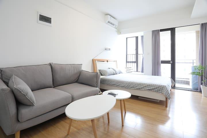 『帅映画公寓·慢生活』金紫商圈/浪漫温馨北欧风/最静谧的楼层没有之一/距小公园3公里