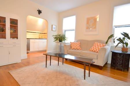 Unique & sunny apartment in Victorian cottage - Providence - Departamento