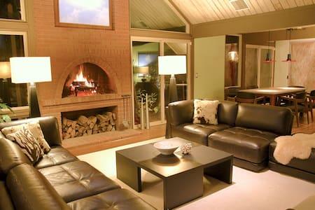 Iconic Mid-Century Modern Rummer - Beaverton - Hus