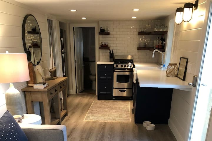 2/1 in the West End with Exclusive Use Patio