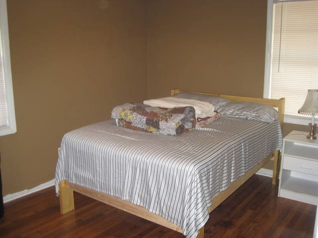 Suburban One bedroom 5 min to Stone Mountain - Lilburn - Casa