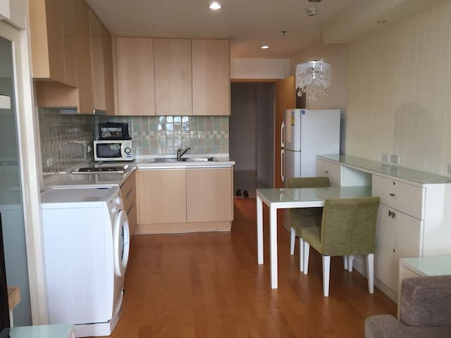 1 bedroom in rachatewi / Phayathai area