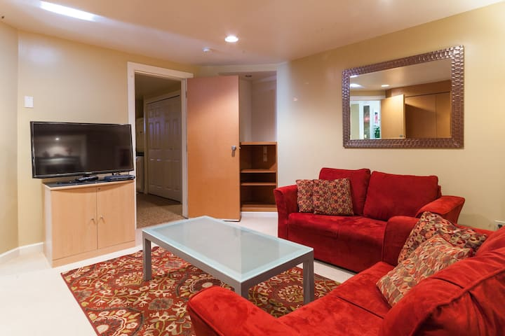 Your Home Away From Home - Port Moody - Wohnung