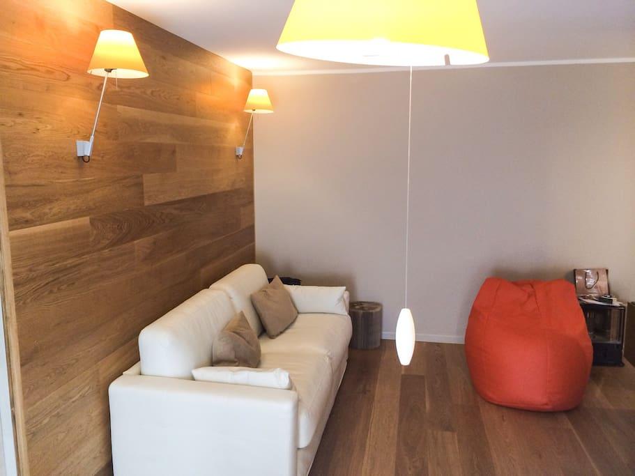 Area salotto (divano letto matrimoniale)