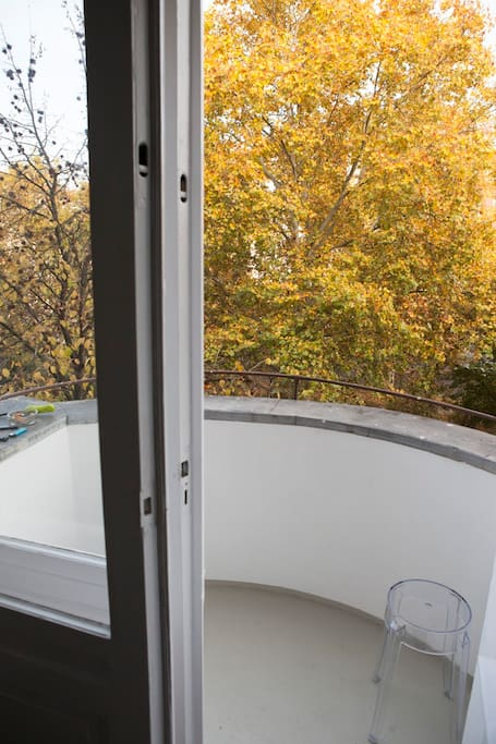 Balcony with view of Gneisenaustr