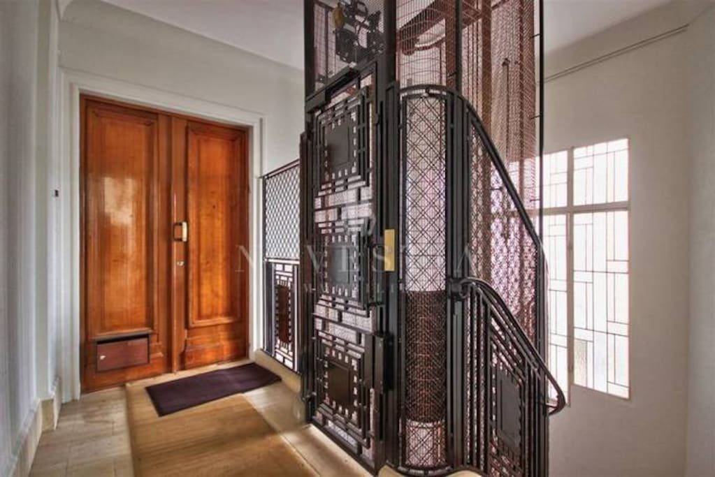You'll live in a luxurious Art Deco building from 1930