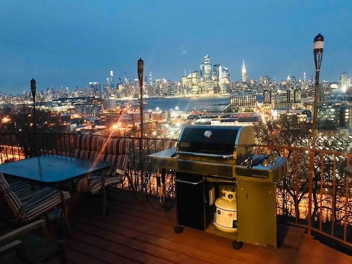 Sleeps 12 3 BR's Stunning Empire State View!!