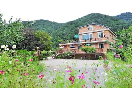 방태산 산여울 황토펜션 (강원도 인제군 방태산휴양림 아래) - Girin-myeon, Inje - 生態土屋