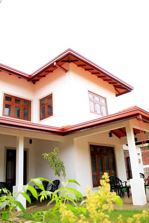 Seasons Villa-Sigiriya  - 8 can sleep