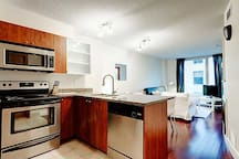 Upscale Old Montreal Condo Perfect For Solo Travels