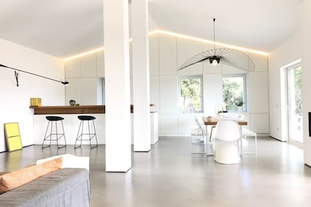 Modern minimalist Villa w private pool by the sea - Porto Istana - Villa