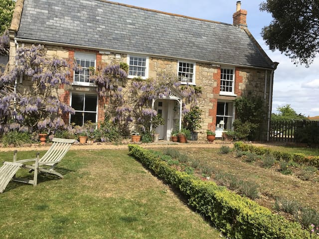 Period B & B to explore West Wight