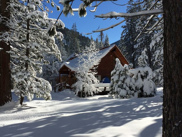 Idyllic Cabin in Christmas Valley - South Lake Tahoe - Hus