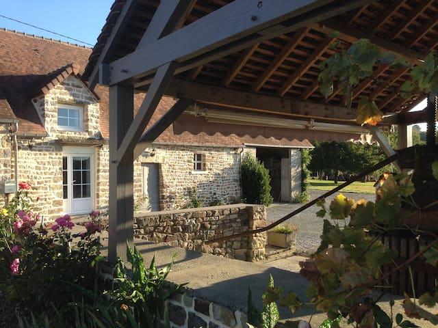 Petite maison à Champsecret (lieu-dit: La Butte)