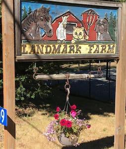Landmark Farm Guest House - Freeland