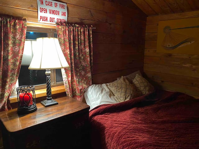 Ahhhh the master suite for lovers or family  huge double bed and or 2 twin bunks