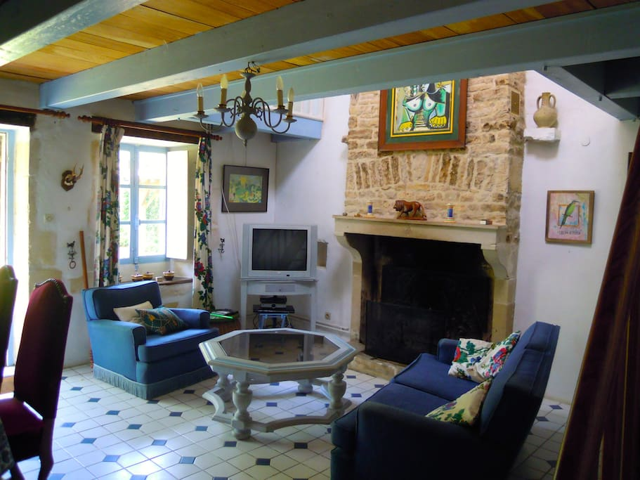 On the ground floor there is a lounge with an original Charentaise fireplace