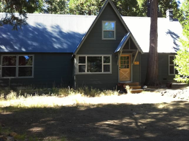 Large Cabin near Lassen Volcanic National Park